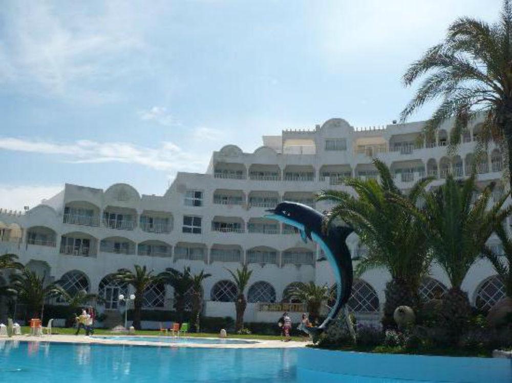 дельфин монастир