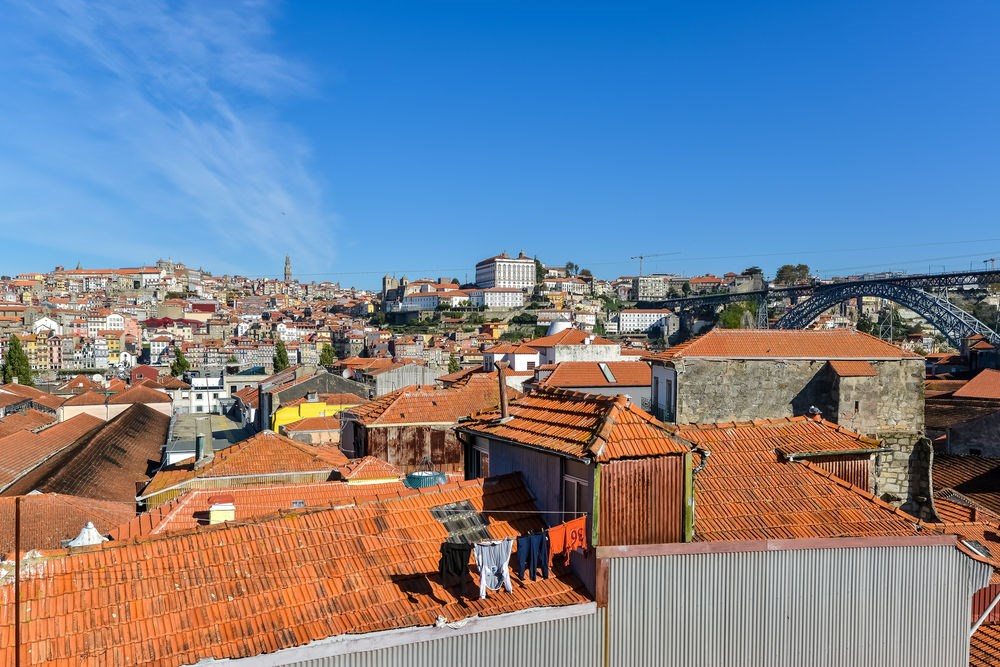 vila nova de gaia single christian girls Vila nova de gaia city, situated on the southern banks of the dourio river, is the renowned home of port whilst the city is equally as picturesque as porto, the real tourist highlight is taking one of the many port tasting tours.