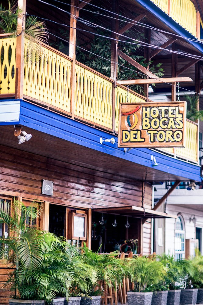 bocas del toro black singles Bocas del toro is the best place to sink your toes in the sand, to explore lush tropical rainforest and coral reefs and to look for sea turtles that have come to these islands for millennia.